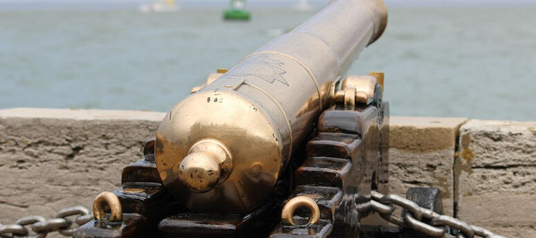 cowes_cannon